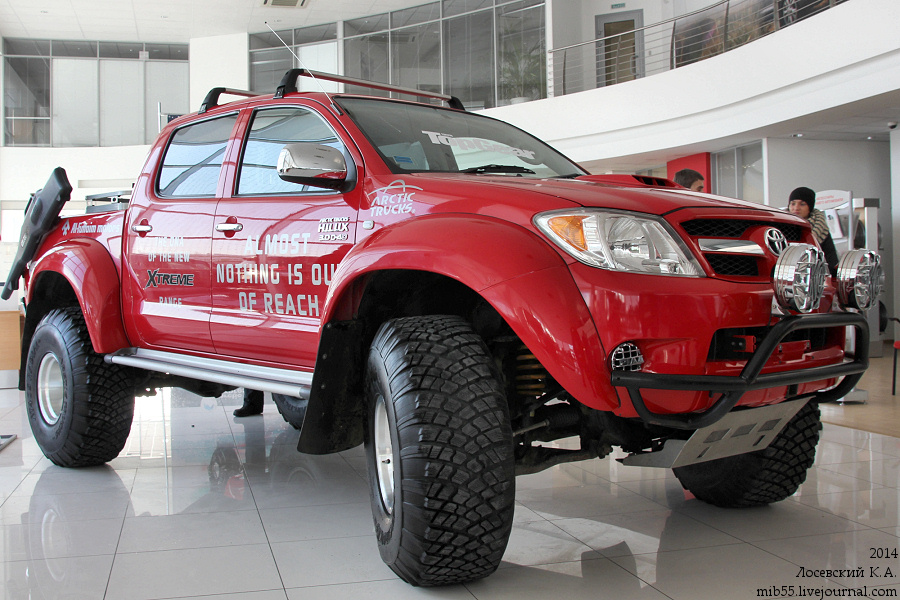 Toyota Hilux AT 1