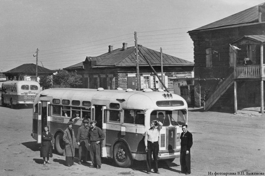 Автобусы на окраине г.Омска, 1957 s