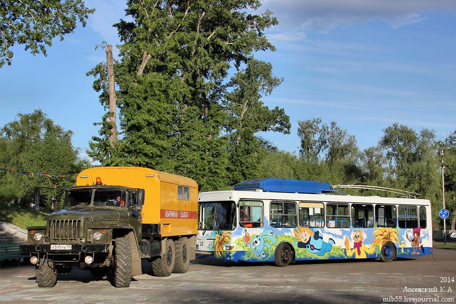 Урал-4320 и МТРЗ-5279