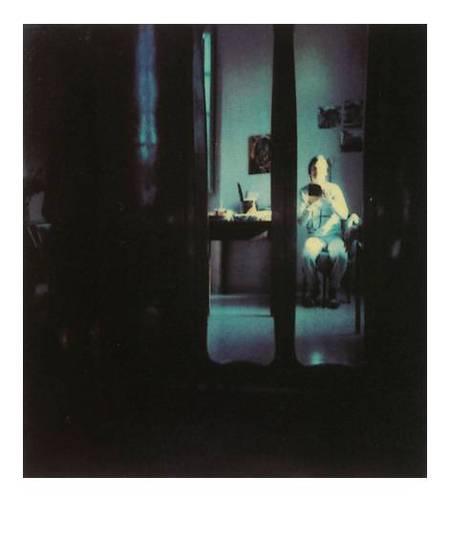 Автопортрет Великого режиссёра - с полароидом в руках.jpg