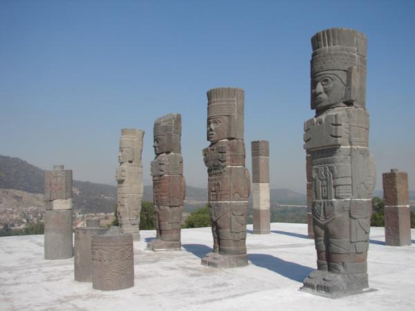 Статуи тольтеков