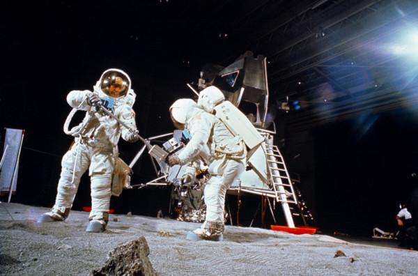 12 доказательств лунной аферы США.