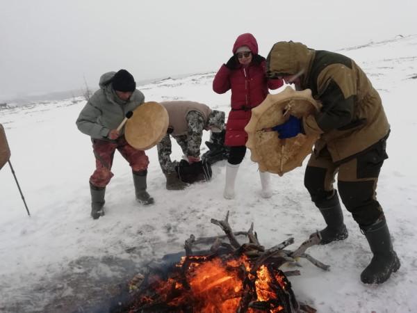 Колымские шаманы провели обряд очищения России от коронавируса.
