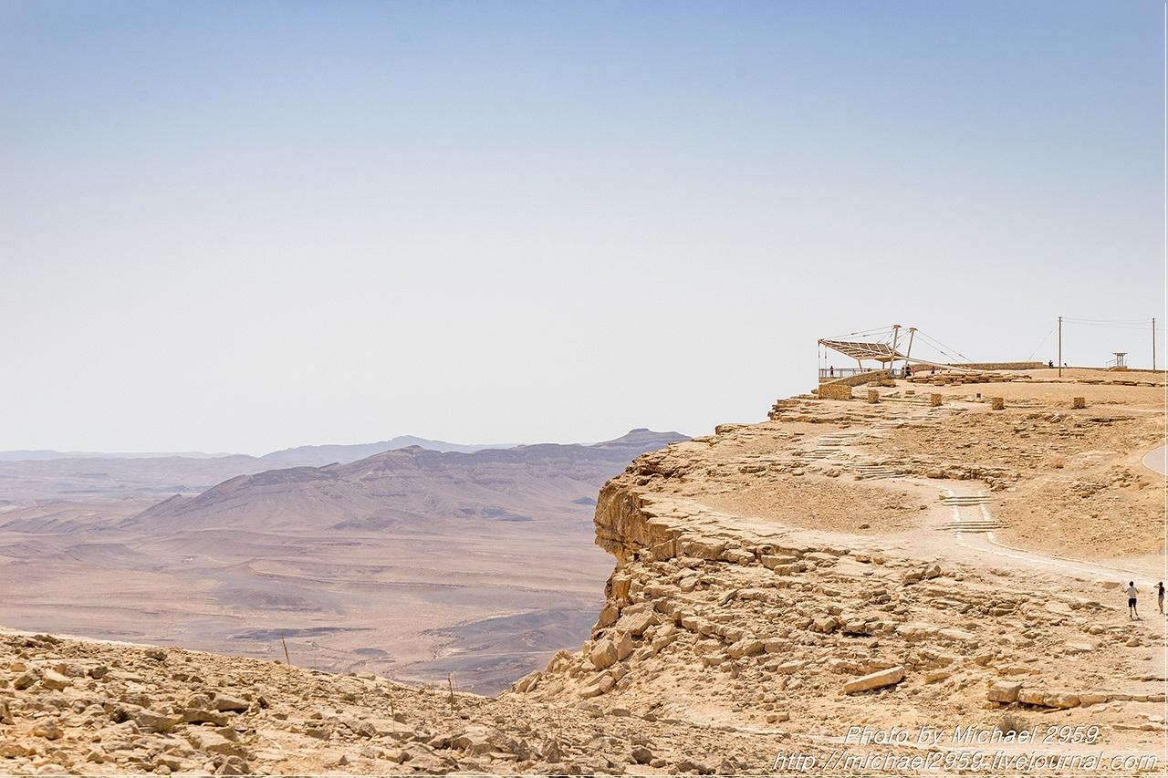 Картинки по запросу Смотровая площадка, возвышающаяся над Махтеш Рамоном
