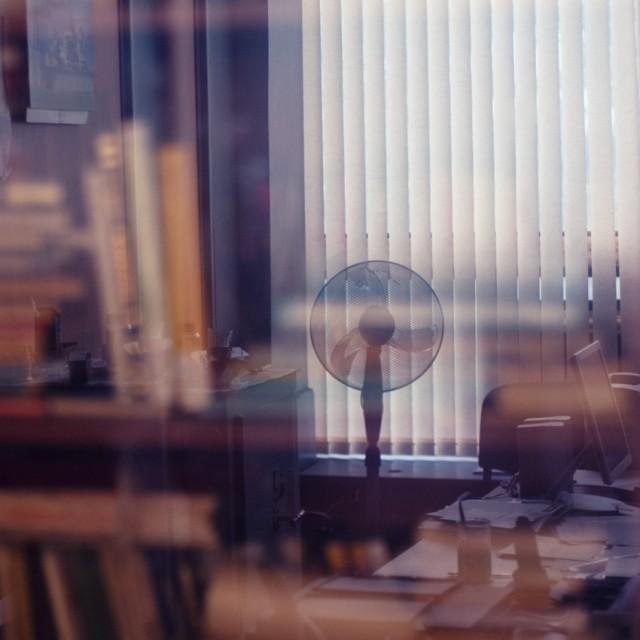7 место: Сергей Чубаров. Вентилятор отражается в дверце шкафа (12 голосов) http://www.photoline.ru/photo/1297364229
