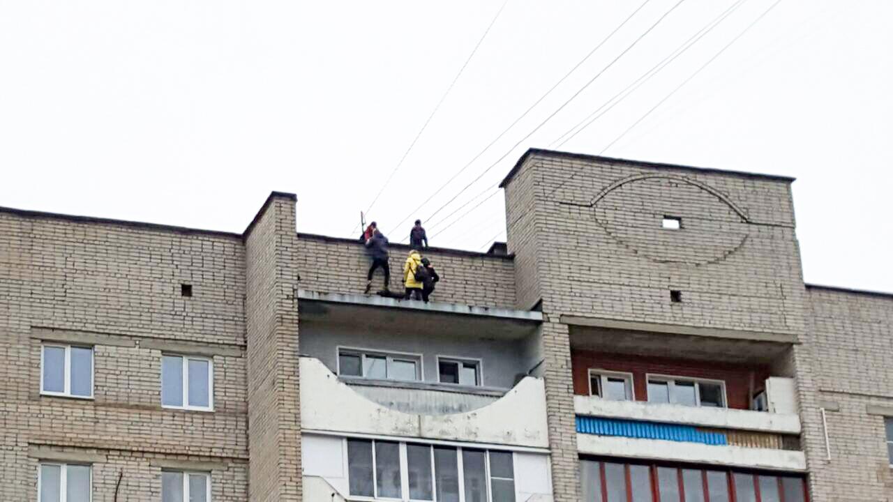 Школьники развлекаются одни дома фото 389-394