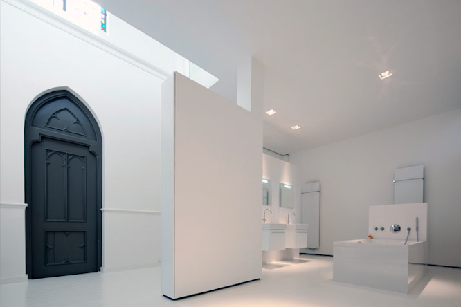 Church-conversion-into-a-residence-in-Utrecht-by-zecc-architects-yatzer-18