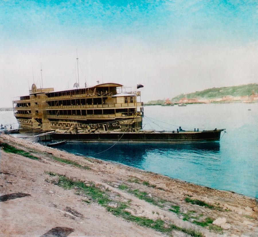 F. Krátký 1896. Nižní Novgorod - plovoucí hotel ( Плавгостиница Нижегородской ярмарки)