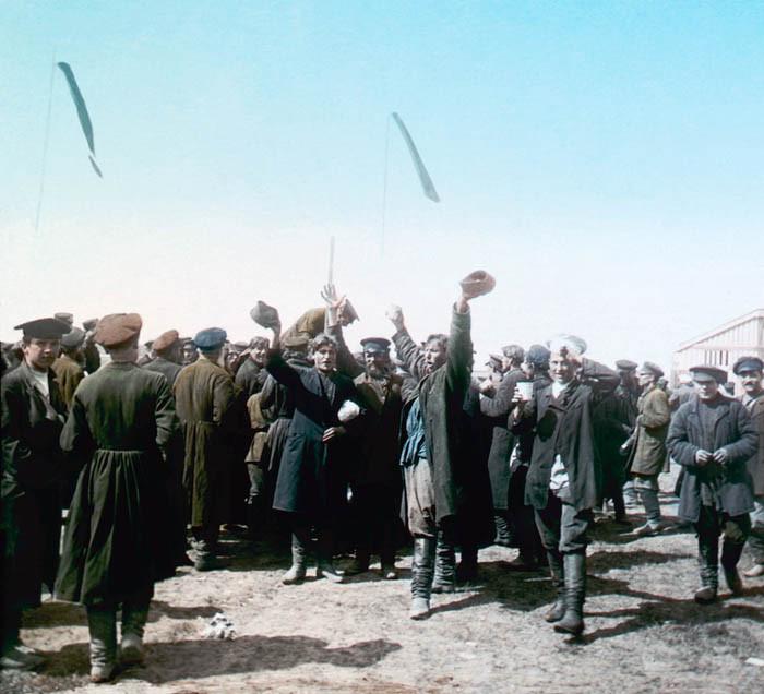 F. Krátký Korunovační lidová slavnost, 30. 5. 1896. Název snímku Hurá carovi! Chodynské pole