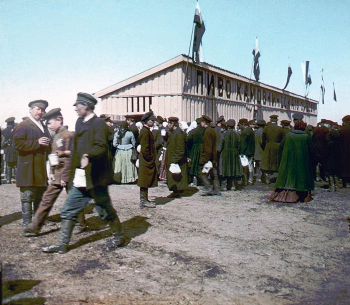F. Krátký Korunovační lidová slavnost, 30. 5. 1896. Pivní boudy na Chodynském poli