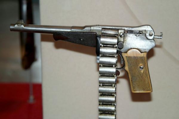 Pistols_Closeup_434570[1].jpg