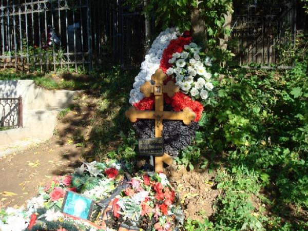 могила Алексеева в Переделкино