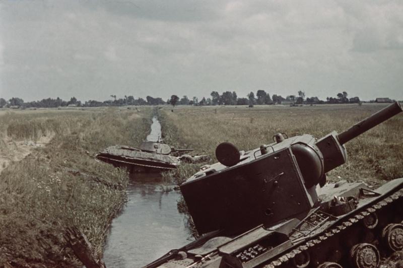 sowjetpanzer_kv_2_radziech_ukraine_1941.5ui7kr8dcscg8c8gwkg88o8c8.ejcuplo1l0oo0sk8c40s8osc4.th