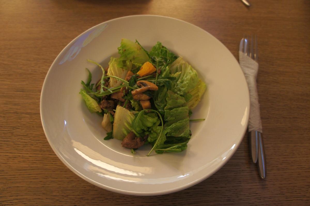 Еда салат с печенью