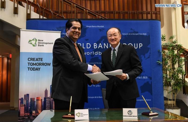 Глава Нового банка развития БРИКС Кундамар Каматх и президент Всемирного банка Джим Ён Ким подписали меморандум о сотрудничестве