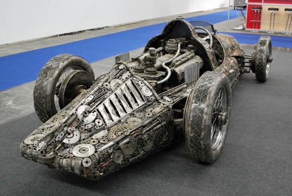 giants_of_steel_cars_made_out_of_junk_metal_art23