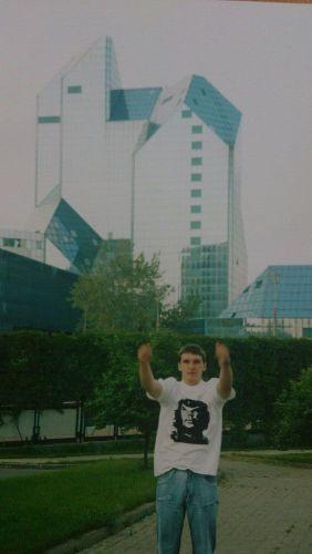 Евгений Михеев 2003 г. Москва. Позади будующий мой ВУЗ АНХ при Правительстве РФ