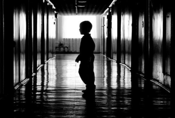 rebenok-v-detskom-dome