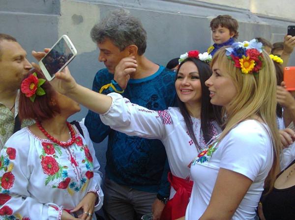 Национал-предатель Немцов стал героем фашистского шествия в Одессе 641223_original