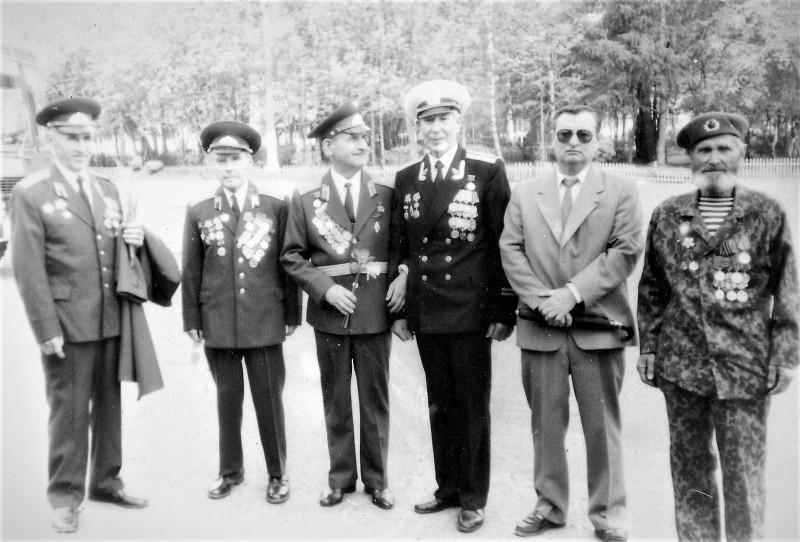 Ветераны Великой Отечественной. Балахна, конец 90-х. 2-й, слева - мой отец.