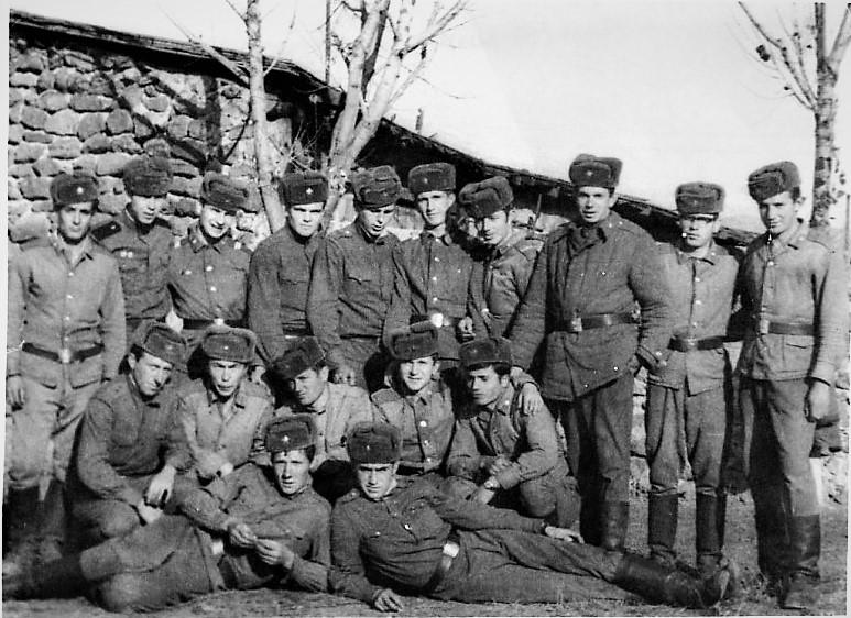 Ахалкалаки, в.ч. 01237А. Небольшая часть нашей роты. Я справа второй, стою в очках.