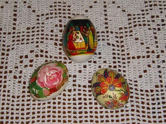Пасхальные яички из Екатеринбурга на новой скатерти.
