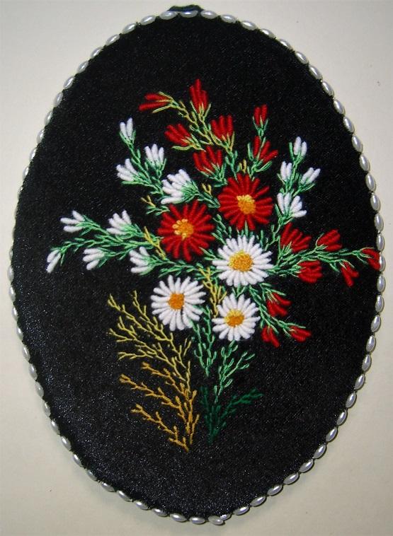 1. Вышивка на чёрном бархате