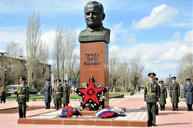 Памятник Сергею Павловичу Королеву в Знаменске