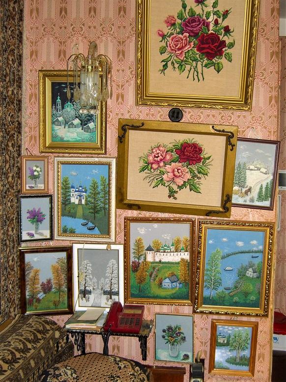4. Эти картины удобно смотреть, разместившись на диване.