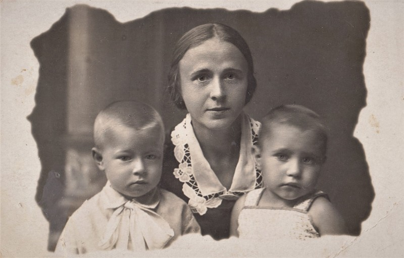 7. Тётя Аня с детьми