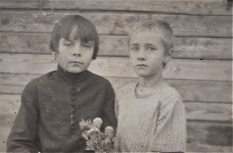 17. Слева - тётя Вера