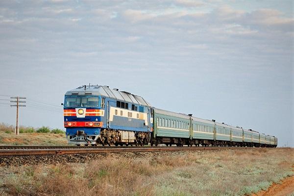 Поезд в степи