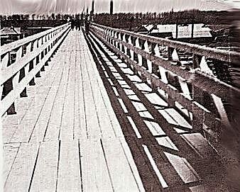 Верх моста через пути