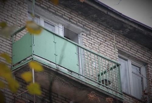 Вот такой, похожий балкон был там.