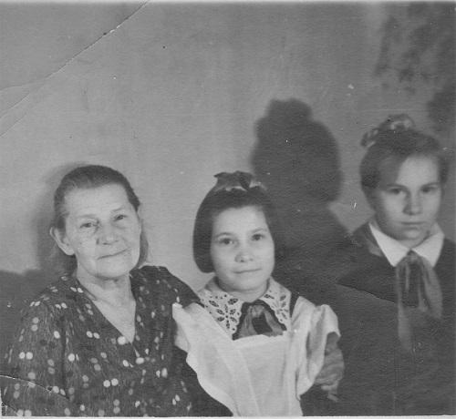 А. Лаврова с тимуровцами