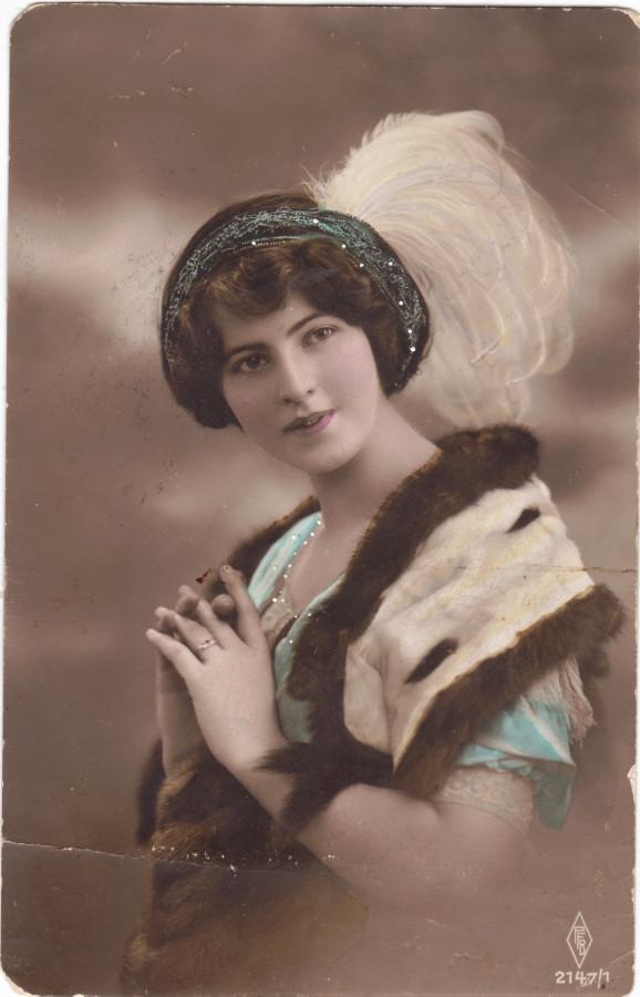 Девушка 19 или 20 века