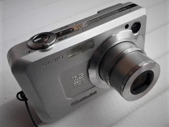 Фотокамера  casio 7.2 mega pixels 3x optical zoom