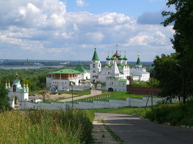 Современный вид отреставрированного Печерского монастыря Нижнего Новгорода