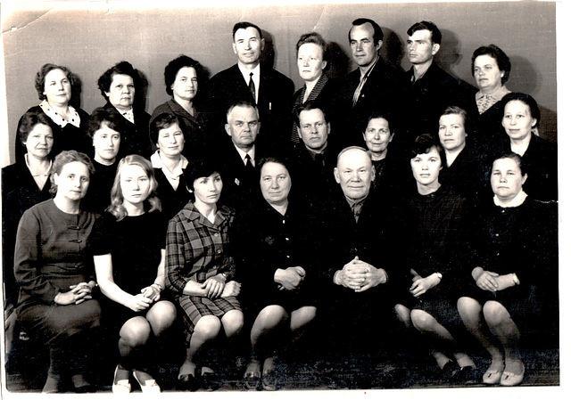 Учителя Буреполомской школы. Фото из Интернета. 60-е годы.