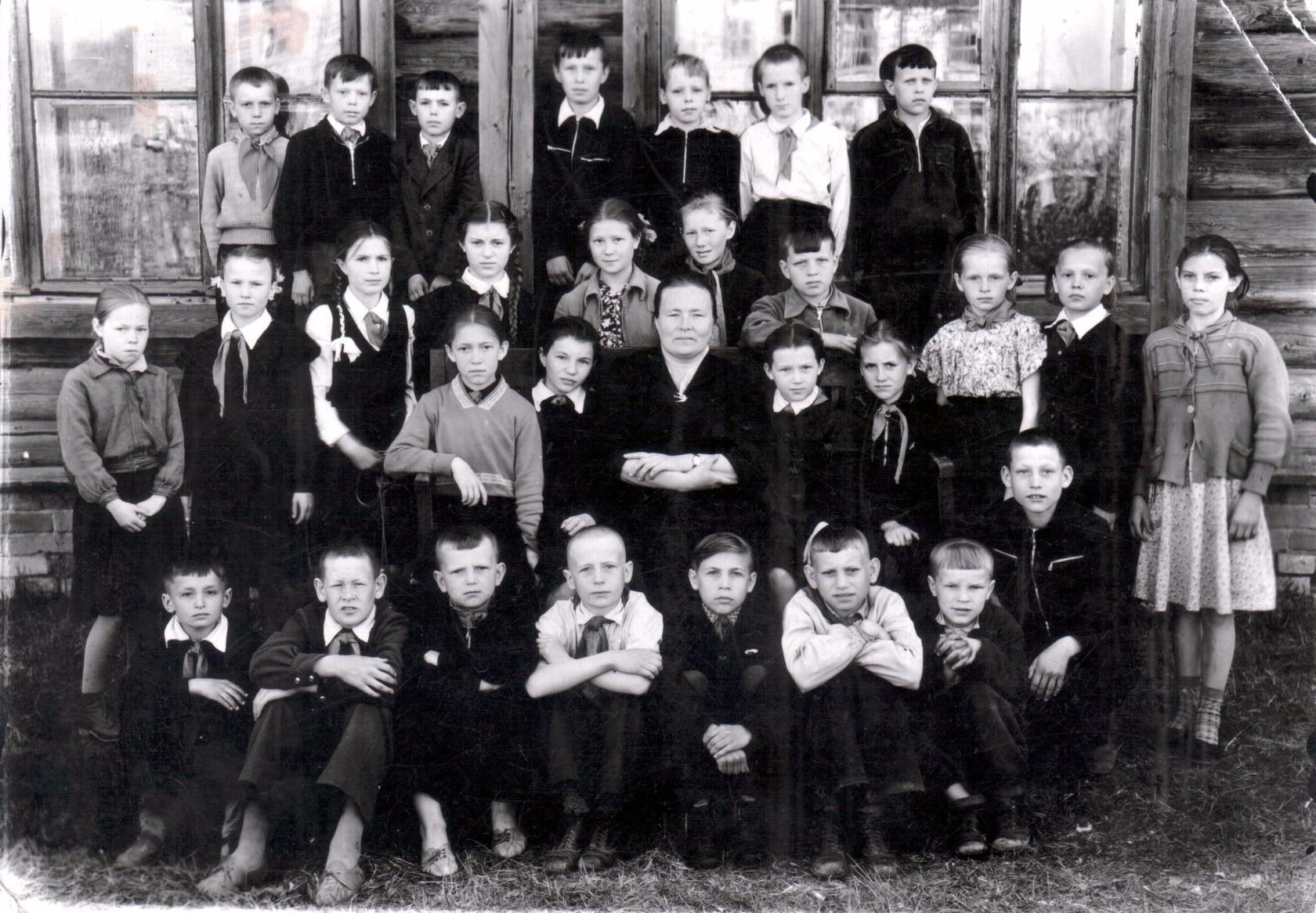 Ученики Буреполомской средней школы, будущие выпускники 1967 года.