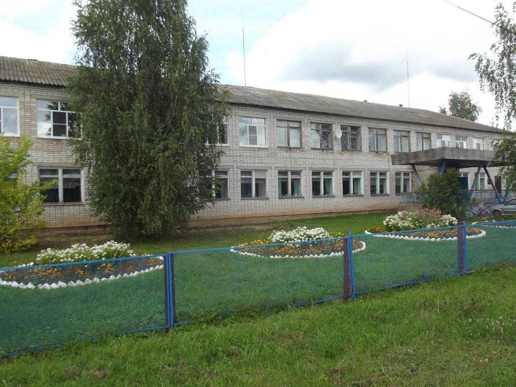 Современная Буреполомская средняя школа.