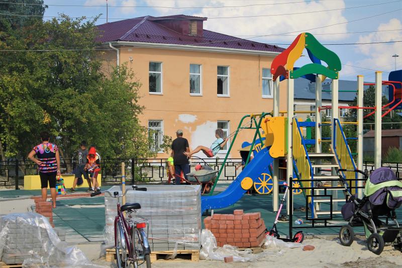 Строительство детской площадки.