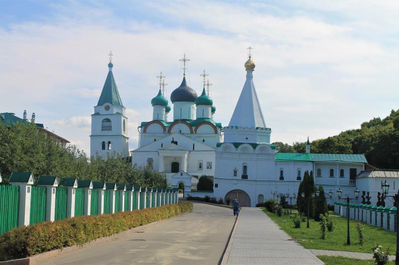 Внутри монастыря.