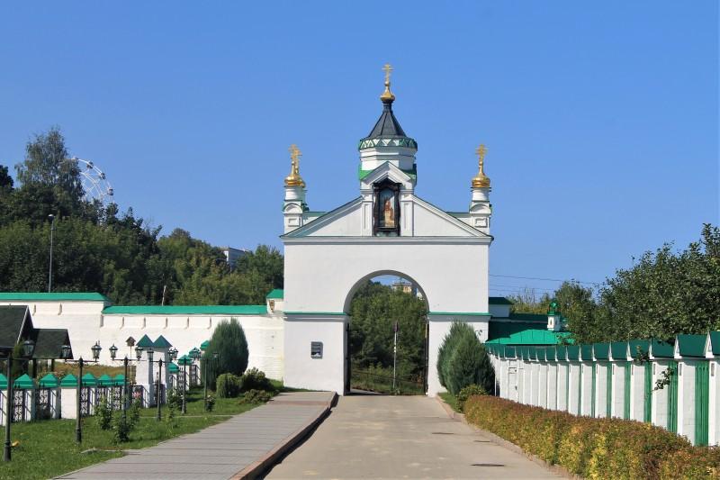 Святые ворота.