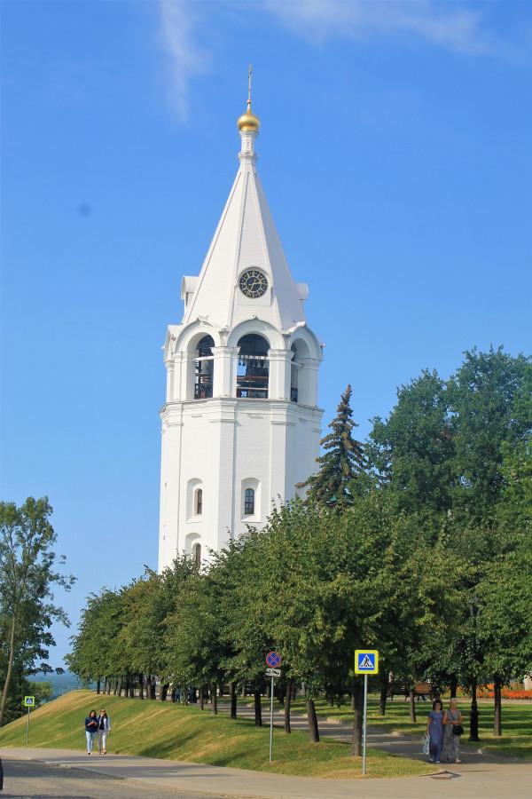 Колокольня Спасо Преображенского собора в кремле.