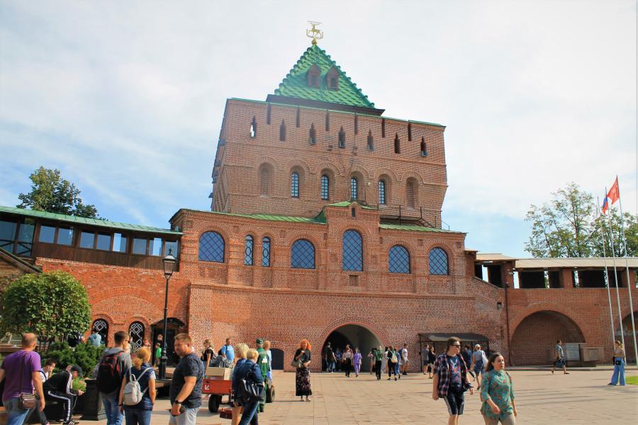 Главные ворота кремля.