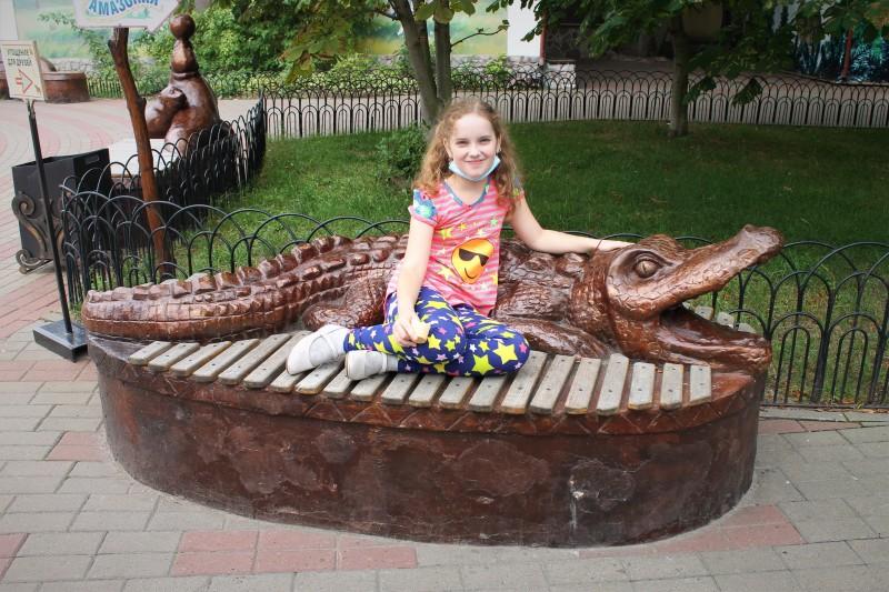 Вот так можно спокойно объять крокодила.