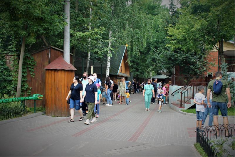Зоопарк Лимпопо в теплый летний денёк.