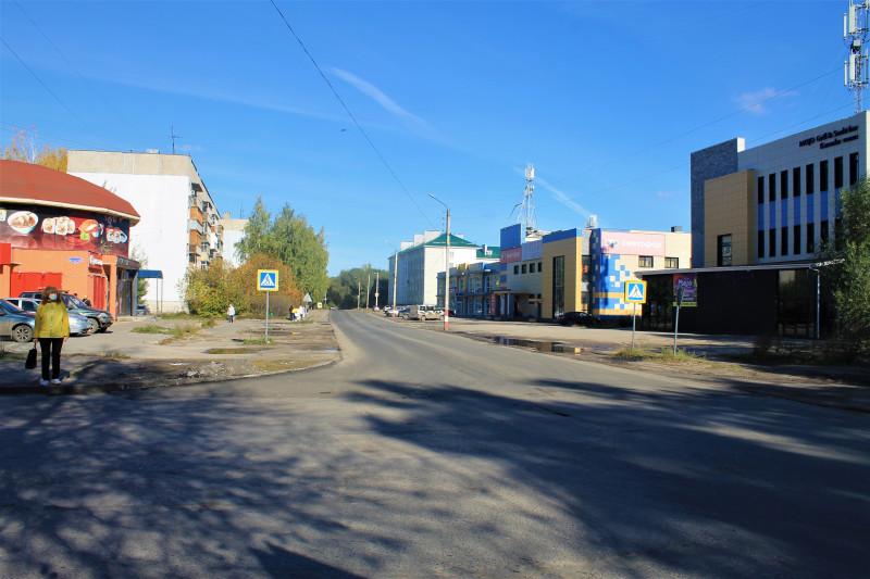 Ул Космонавтов, налево — ответвление на улицу Коммунистическую.
