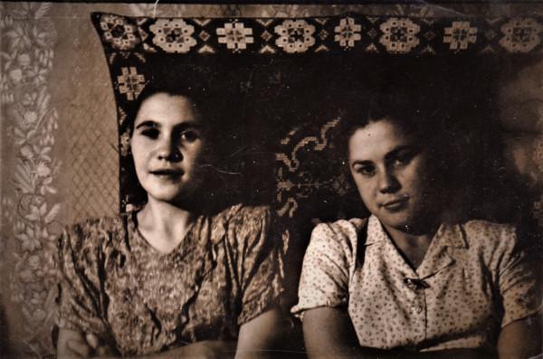 Мамины сестры Римма и Алевтина. Послевоенная фотография.